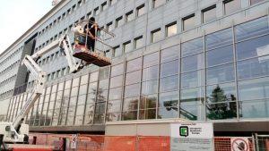 Pulizie Industriali: lavaggio vetri in alta quota